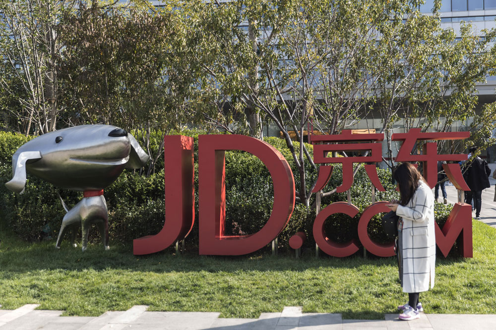 As JD.com's Woes Mount, Hedge Funds Flee the Stock